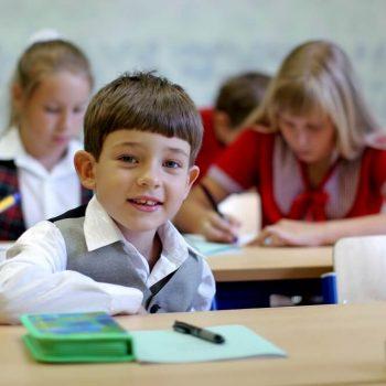 biurko regulowane dla dziecka w wieku szkolnym najlepsze