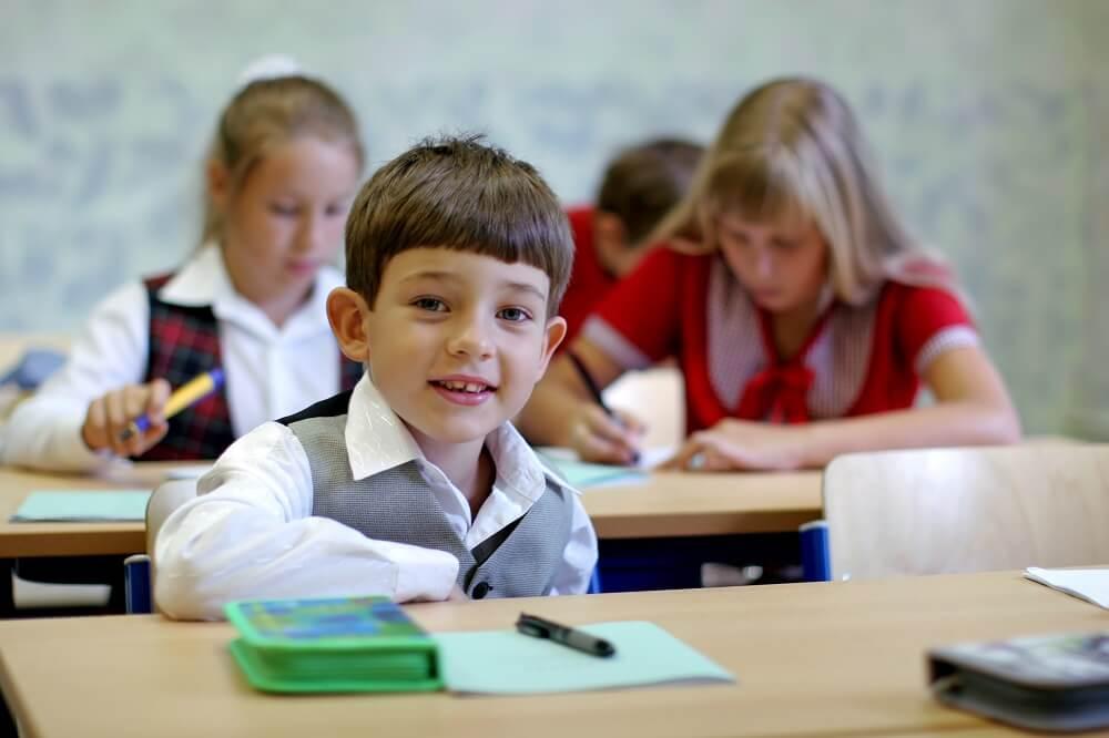 Na co zwrócić uwagę wybierając biurko dla dziecka z nadstawką? 5 ważnych wytycznych