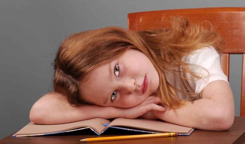 Dlaczego wybór odpowiedniego krzesła do biurka dla dzieci jest ważny?